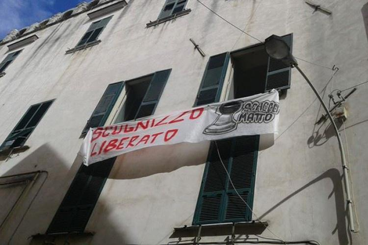The occupation of the buildings and efforts to provide afternoon teaching for kids of the area : Scugnizzo Liberato