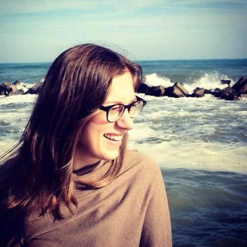Simina Lazar's picture
